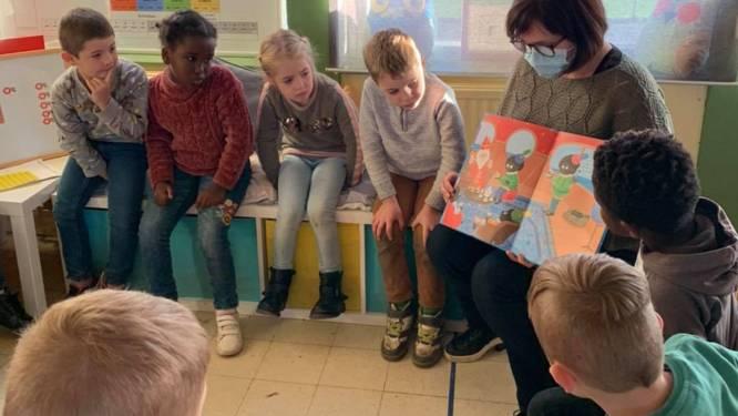 Vlasbloempje zet in op samen lezen: ouders en grootouders sturen filmpjes van voorlezen