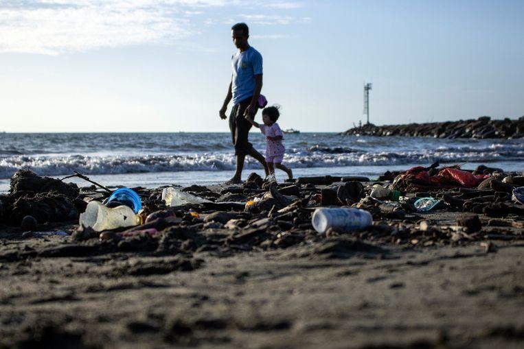 Steeds meer plastic en ander afval uit geïndustrialiseerde landen vindt zijn weg naar Zuidoost-Aziatische staten.