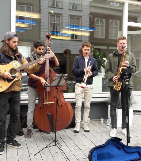 Jazz in Duketown met wereldsterren - zoals John Scofield - en kleine optredens
