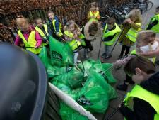 Kinderen ruimen afval op in Maarheeze: 'Samen zuinig zijn op natuur'