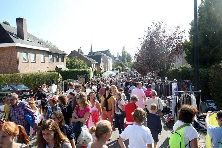 Sint-Genesius-Rode - Feest in Rode De rommelmarkt lokte duizenden bezoekers