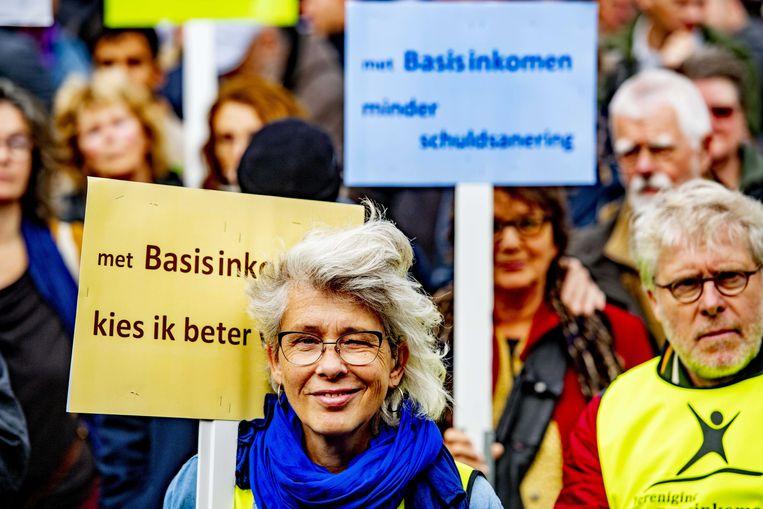 Belangstellenden tijdens de Grote Basisinkomen Demonstratie eerder dit jaar in Amsterdam. Beeld ANP