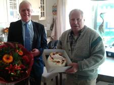 Miel van Kampen (67) ruimt elke week zwerfafval op in Waalwijk; 'Wandelaars vinden het fantastisch wat ik doe'