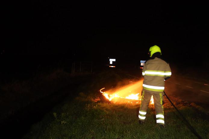 Picknicktafels in brand gestoken in Waardenburg