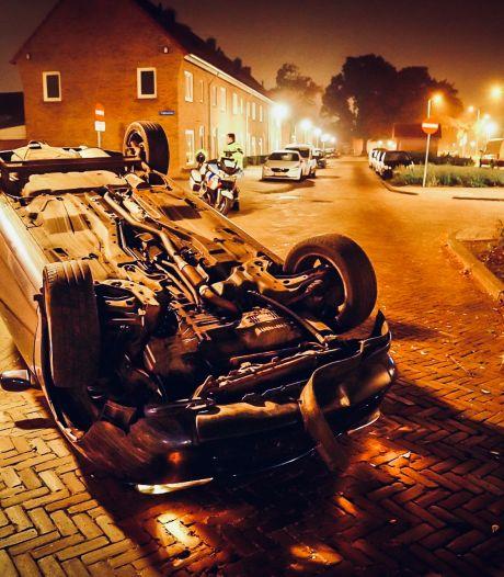 Auto belandt op dak in Eindhoven: bestuurder lichtgewond