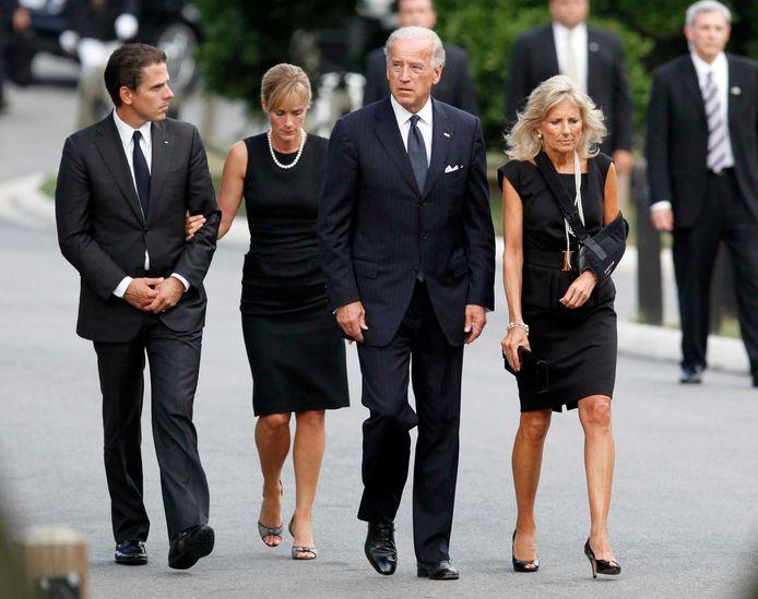Hunter en Kathleen Biden (links) samen met Joe en Jill Biden tijdens de begrafenis van senator Edward W. Kennedy in 2009.
