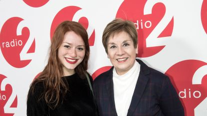 VIDEO: Connie Neefs zingt kerstsingle met dochter Hannelore