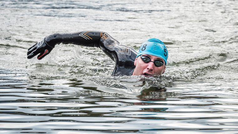 Maarten van der Weijden gaat Het Kanaal over zwemmen, en ook weer terug. Beeld anp