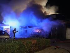 Garages verwoest door brand in Veghel, woningen weer vrijgegeven