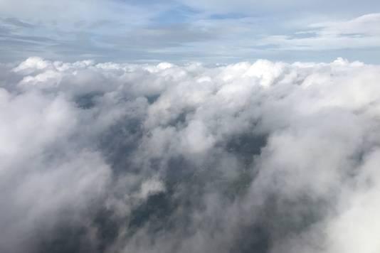 Op luchtbeelden is te zien hoe orkaan Michael wolken richting Florida stuwt.