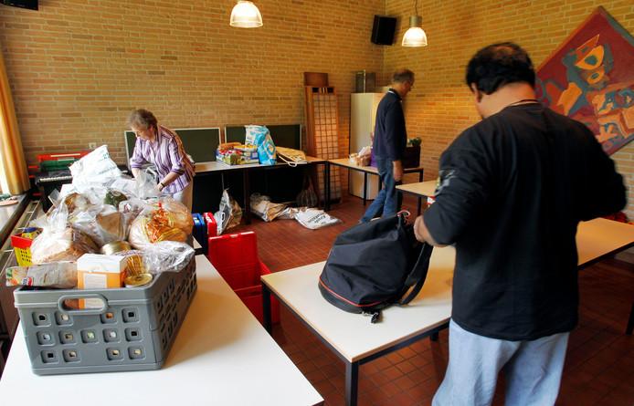 Vrijwilligers bij de voedselbank in Waalre.