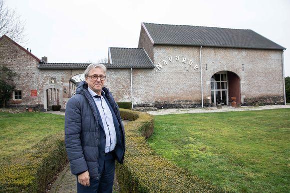 Burgemeester Broers stelt de Archeo Route voor aan het Fort van Navagne of wat er nog van overblijft.