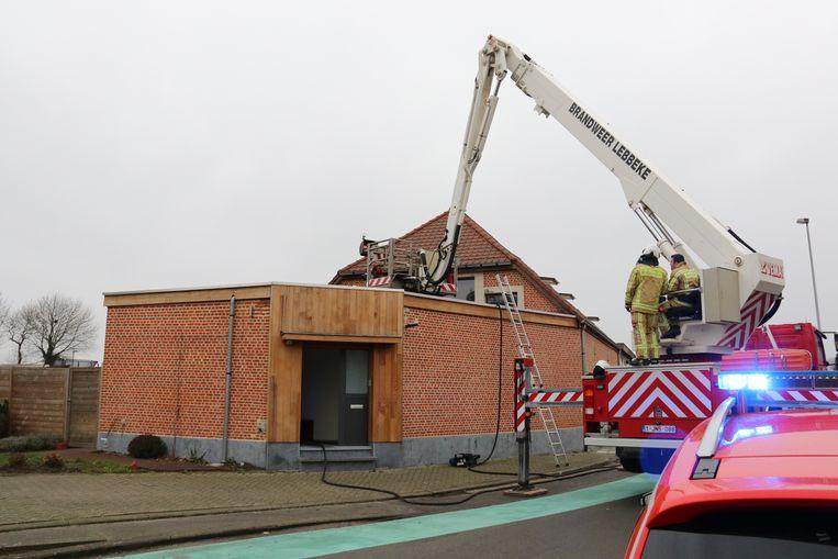 De brand was snel onder controle, de brandweer van Lebbeke deed een grondige controle.