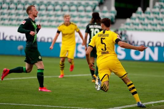 Hakimi heeft Dortmund op 0-2 gezet tegen Wolfsburg.