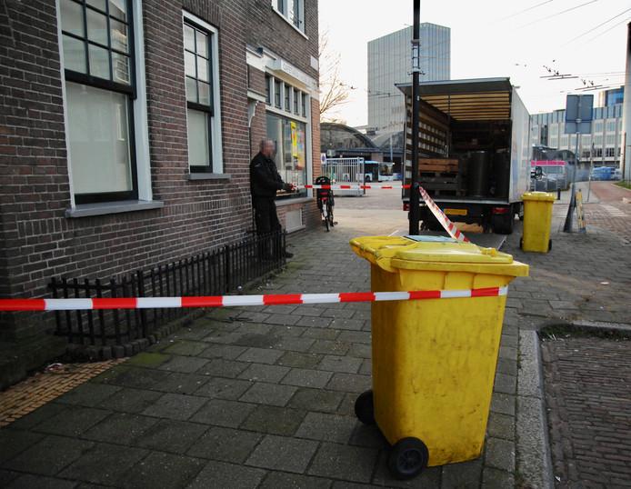 Op de B.P. van Verschuerstraat is vrijdagmiddag een hennepkwekerij opgerold, pal naast de brandweerkazerne.
