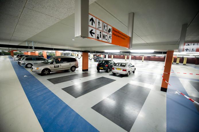 De parkeertarieven in de ondergrondse parkeergarage Nieuw Dunant in Nijverdal gaan flink omhoog.