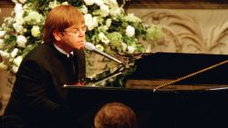 Elton John had autocue geïnstalleerd op uitvaart van Diana