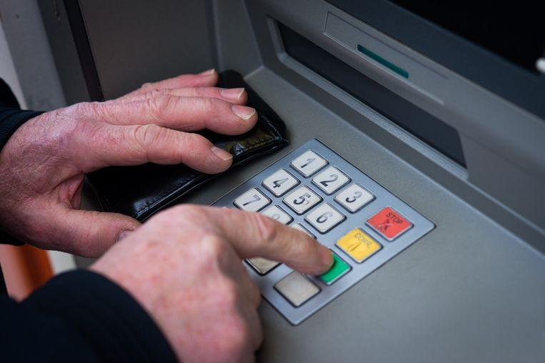 Toeristen betalen in Curaçao officieel per geldopname 3 Amerikaanse dollar, maar uit diverse meldingen op internet blijkt dat sommige banken veel meer rekenen. Beeld ANP XTRA