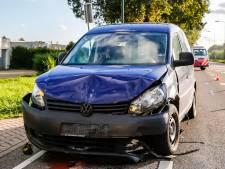 Vrouw gewond bij aanrijding tussen drie auto's in Raamsdonksveer