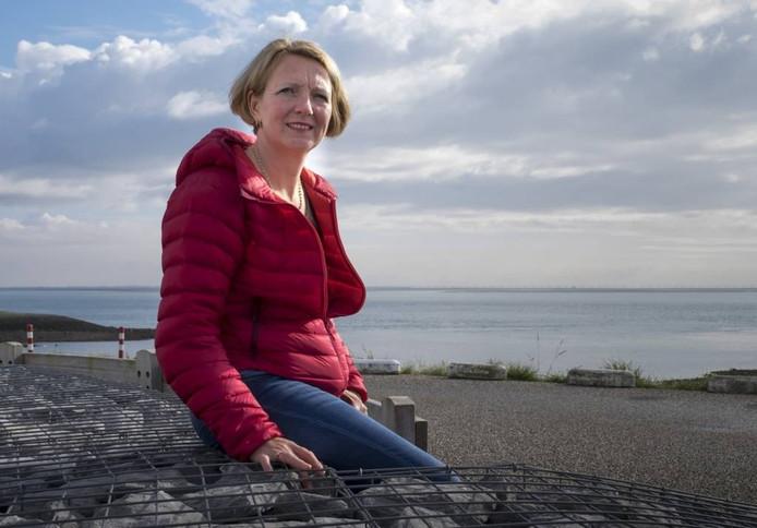 Annette Kastelein uit Burgh-Haamstede blaast de Outward Bound school nieuw leven in. Met een team instructeurs organiseert ze expedities op Zeeuwse wateren, waarbij jongeren zowel fysiek en psychisch uitgedaad worden.Dirk-Jan Gjeltema