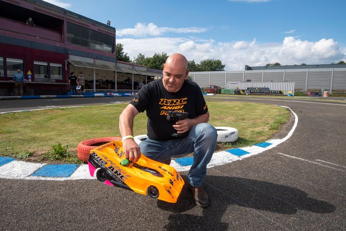 """Luigi Pili op het circuit in Velp. ,,Een foutje is zo gemaakt en dat kan zomaar het verschil maken tussen winst of van de baan vliegen."""""""