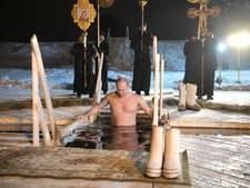 Verkiezingsstunt: Poetin voor camera kopje onder in ijskoud wak