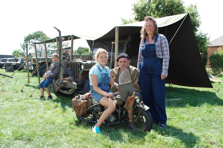 Davy Tiri, met zijn vrouw Celine en dochter Ellen, bouwde zelf een Harley, maar dan in het klein.