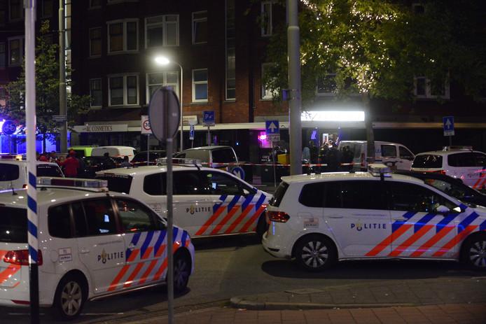 De politie onderzoekt een schietincident op het Lorentzplein in Den Haag.