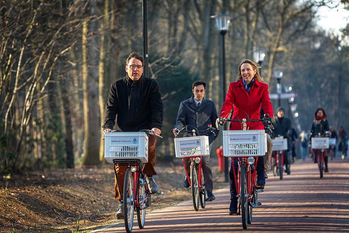 Staatssecretaris Stientje van Veldhoven is maandag op werkbezoek bij de Radboud Universiteit in Nijmegen.