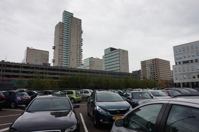 He tijdelijke parkeerterrein naast het UWV waar de Clarissenhof-bewoners gebruik van maken.