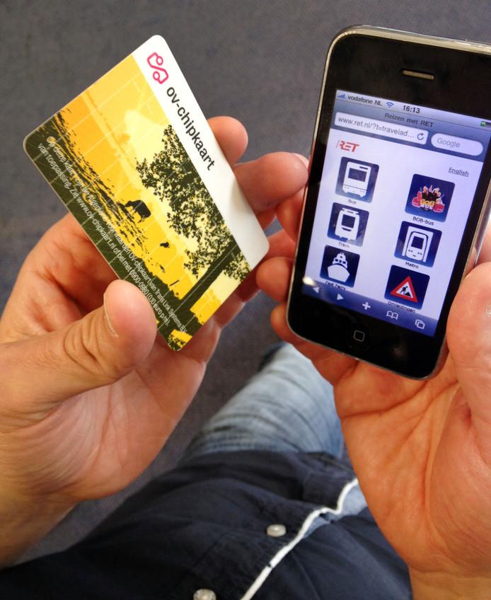 Reizen kan sinds maandag niet alleen met de ov-chipkaart maar óók met je mobiel.