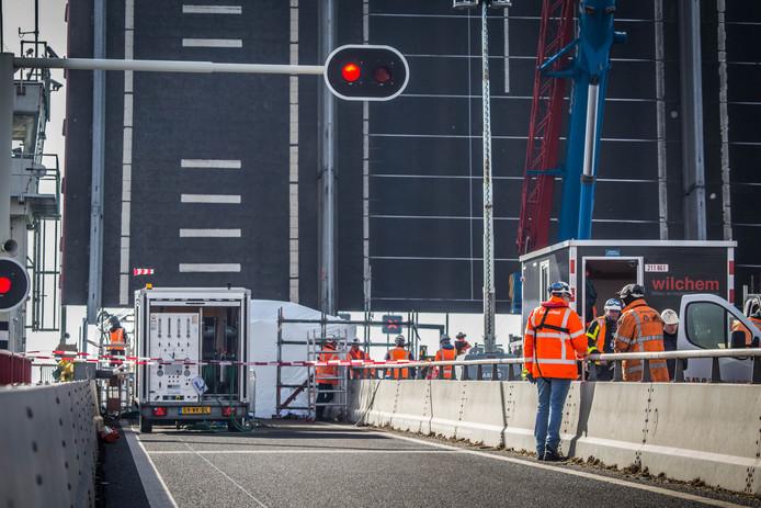 De Haringvlietbrug gaat twee weekeinde dicht.