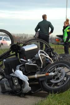 Motoragent botst onder diensttijd op het fietspad met jonge fietsers: 'Hoe kan zoiets nou gebeuren?'
