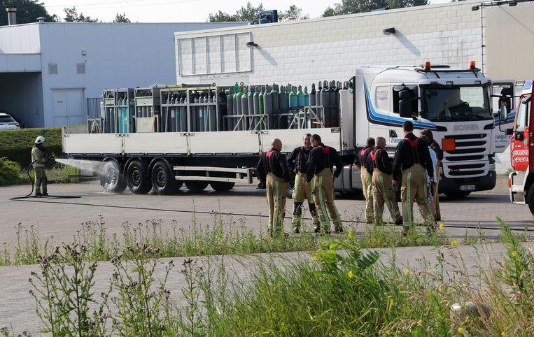 De vrachtwagen was geladen met zuurstofflessen.