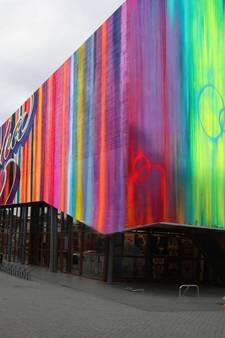 Grijze bioscoop Hengelo wordt kleurrijk kunstwerk
