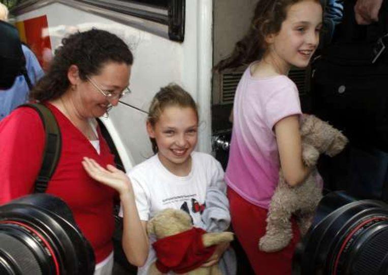 Opgeluchte gezichten bij de passagiers, waar zich erg veel kinderen onder bevonden die terugkwamen van vakantie in Europa.