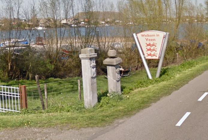 De Kaaie Poalen op de grens tussen Veen en Andel voordat ze uit de grond waren gereden.