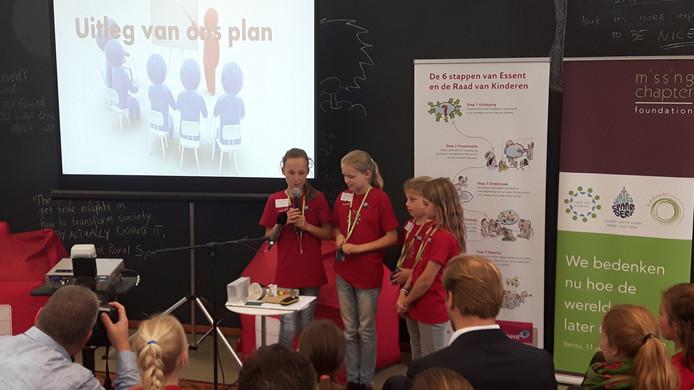 De kinderen presenteerden allerlei energiebesparende ideeën.