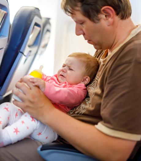 Niet naast een baby in het vliegtuig? Bij deze airline kun je op een plattegrond zien waar ze zitten
