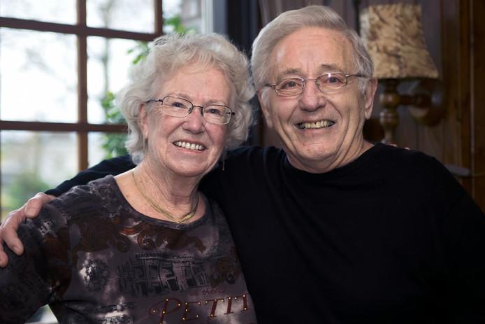 Diamanten bruidspaar Emmy Gomes-van den Barsselaar (77) en Leo Gomes (80) uit Waalwijk.