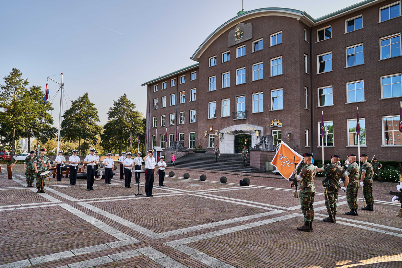 Een deel van het Marinierskapel der Koninklijke Marine tijdens een repetitie bij de Van Ghentkazerne in Rotterdam. Het orkest verzorgt traditiegetrouw de muziek tijdens Prinsjesdag, dit jaar in aangepaste vorm.  Beeld ANP
