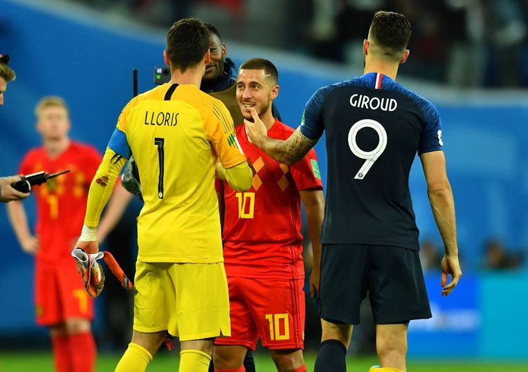 Soccer Football - World Cup - Semi Final - France v Belgium - Saint Petersburg Stadium, Saint Petersburg, Russia - July 10, 2018  France's Hugo Lloris and Olivier Giroud speak with Belgium's Eden Hazard after the match                    REUTERS/Dylan Martinez © PHOTO NEWS / PICTURE NOT INCLUDED IN THE CONTRACTS  ! only BELGIUM !