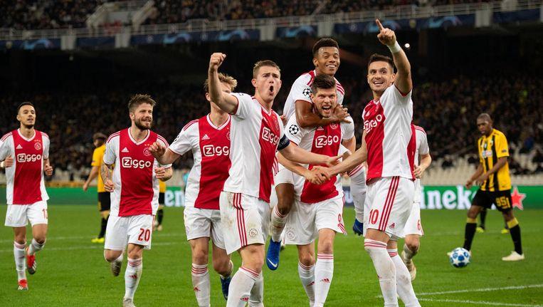 Dusan Tadic maakte de 2-0 na voorbereidend werk van Neres en Huntelaar. Beeld ANP