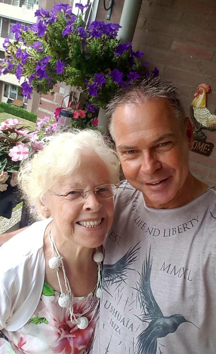 Marc van Dijck uit Eindhoven met zijn moeder.