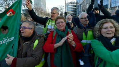 """Mieke Vogels hekelt John Crombez: """"Meeheulen met de blingblingjongens van de auto-industrie"""""""