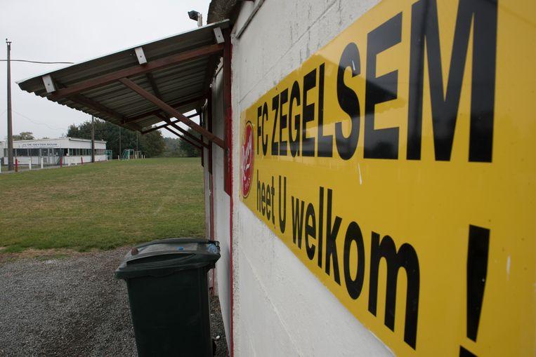 FC Zegelsem verwelkomt spelers en supporters al vijftig jaar aan de Rovorst, maar het terrein is nog altijd illegaal