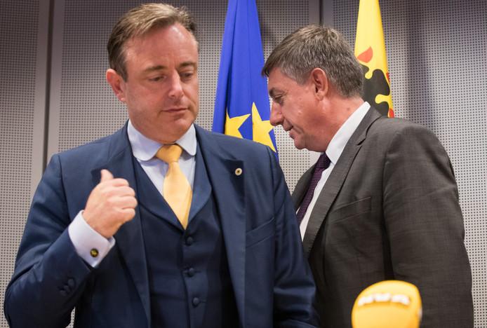 Jan Jambon file vers la ministre-présidence flamande, laissant ainsi le soin à Bart De Wever de mener les négociations au fédéral.