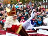 Intocht Sinterklaas rustig verlopen, politie arresteert Pegida-pieten en stuurt voetbalsupporters weg