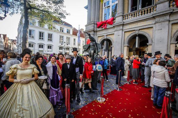 Brugge viering 150 jaar stadsschouwburg in oude kostuums