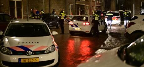 Politie met honden in actie in Arnhemse wijk Geitenkamp, jongeren spelen kat-en- muisspel